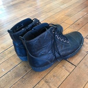 Clark's Black Leather lace up ankle boots!Size 8.5